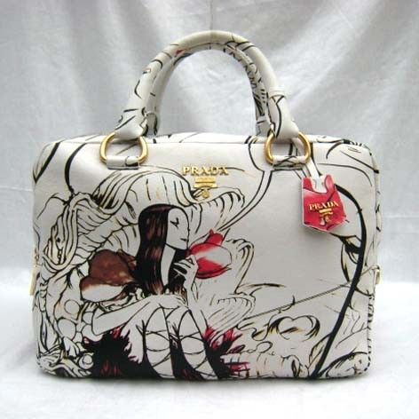 Материал: натуральная кожа.  Сумка Prada Fairy Bag.